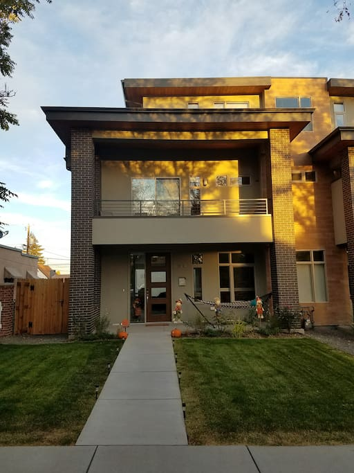 3 level home with 3 patios - one is a rooftop deck