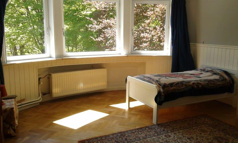 Room (3-6p.) near Tomorrowland