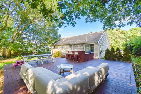 #905: Fully Renovated, Mahogany Deck w/ Granite Bar, Walk to Scargo Lake!