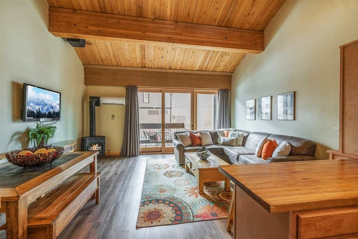 Top Floor Vaulted Loft in Village near Rec Center