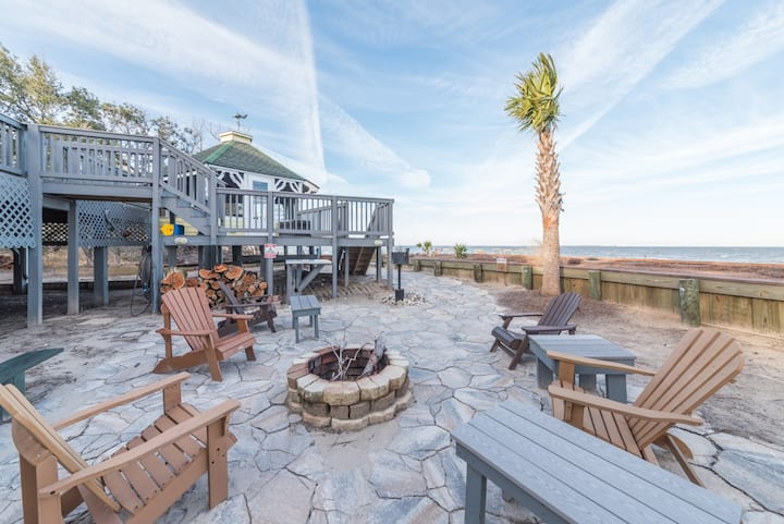Waterfront home with beach access, wifi and fire pit; pets permitted