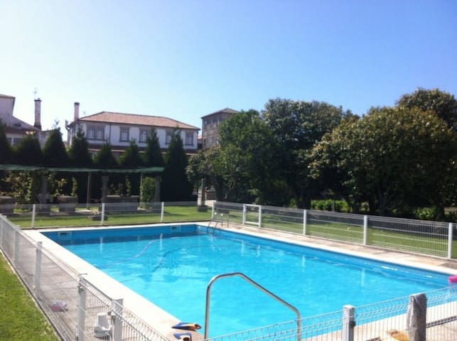 Wonderful Townhouse, 1 Acre Private Gardens & Pool