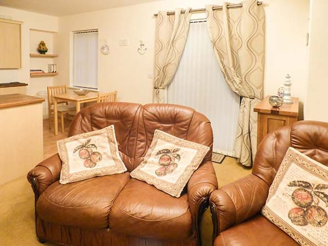 4 CHANDLERS YARD, with a garden in Burry Port, Ref 921790