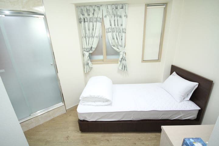 Single room w/private bathroom in Hongdae #3 - Seoul - Apartment