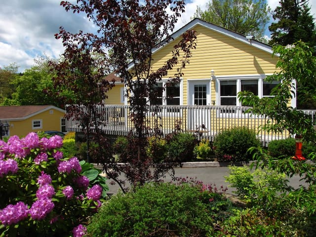 3BR Cottage Rental - Beautiful Oceanfront Property