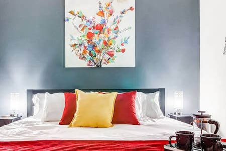 Near Froedtert✦Sanitized Between Guests✦King Bed✦Fast WiFi