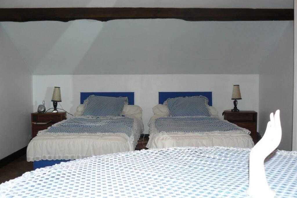 chambre bleue à l'étage