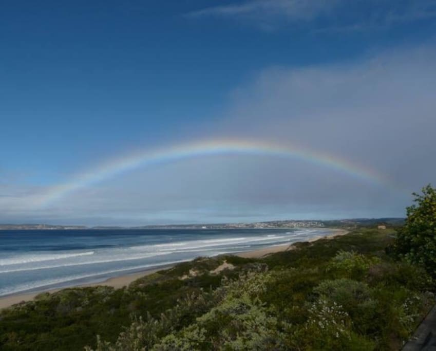 12km from the crowds of Plett, offers unparalleled peace and serenity in its own 22ha fynbos reserve.