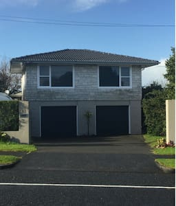 Nice Bungalow with Pool EAST Hutchinsons Road