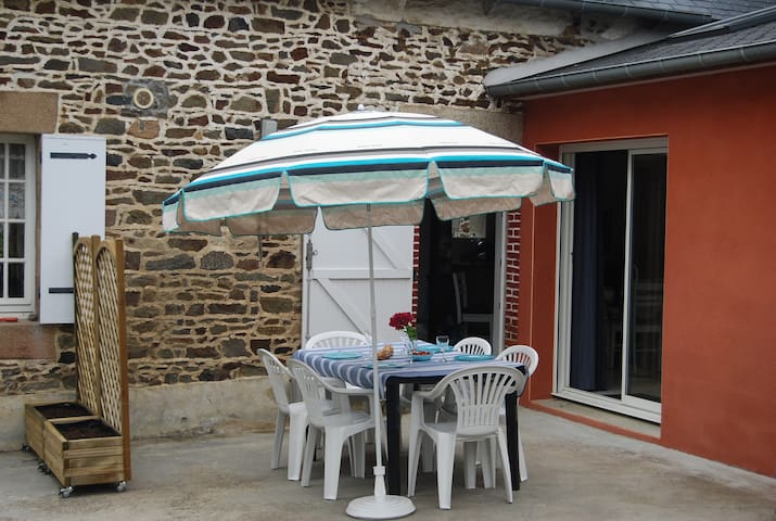 Newly renovated house close to beaches