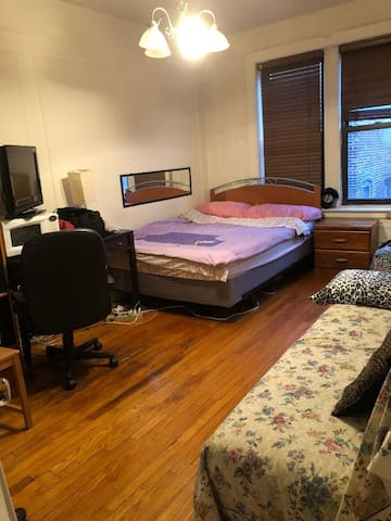 Huge room on Columbia uni dorm street