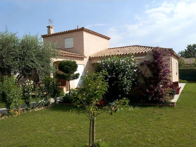 Belle villa entre mer-montagne-golf - Théza