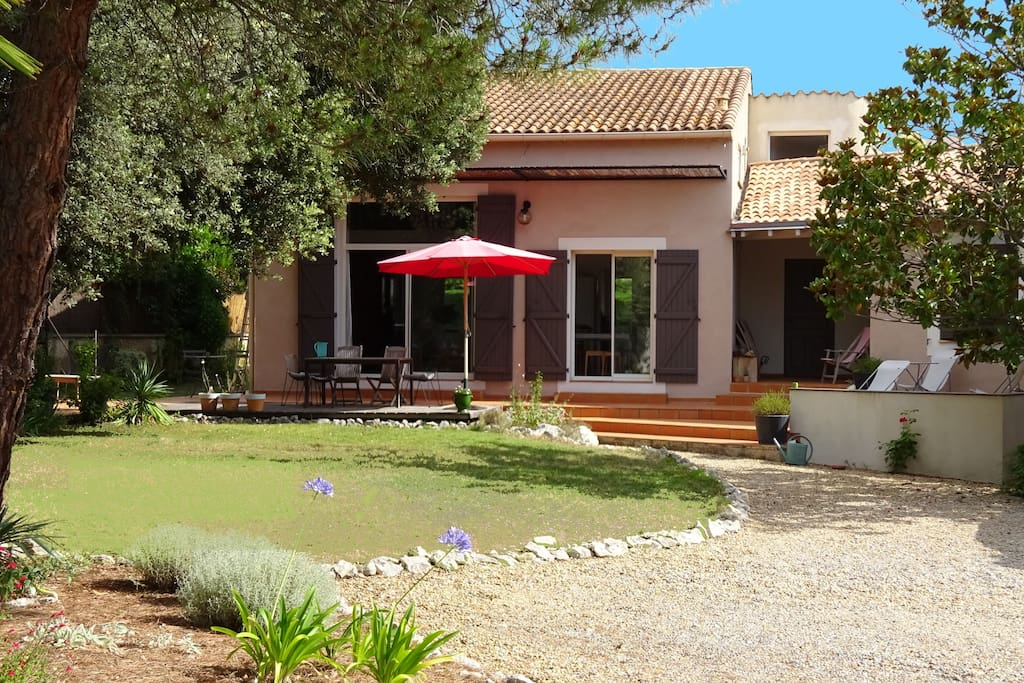 Villa piscine montpellier mer villas for rent in for Piscine castelnau le lez