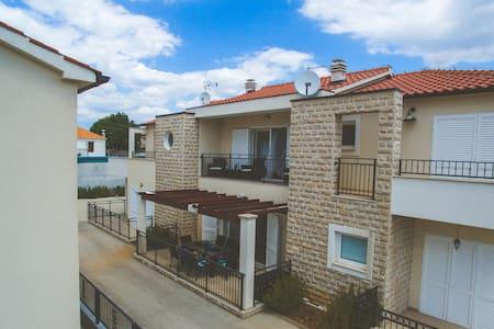 Residenz Nostro - Vacation House, Tribunj - Tribunj - Dom