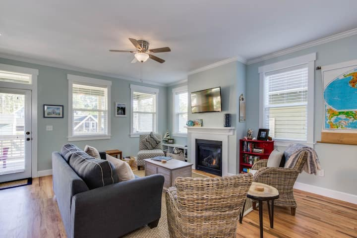 Dog-friendly beach house w/ private hot tub and access to a park!