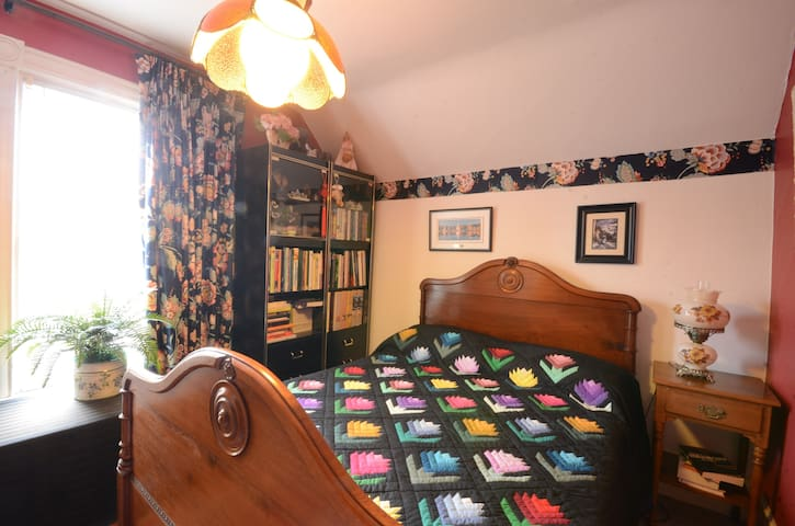Heart of Niagara-Double room        - St Catharines - Bed & Breakfast
