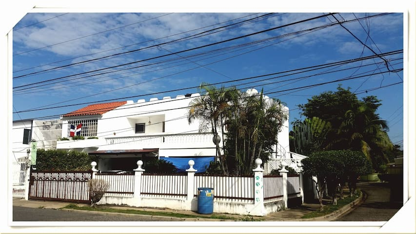 Casa tranquila y fresca con habitación privada - Santo Domingo - Casa