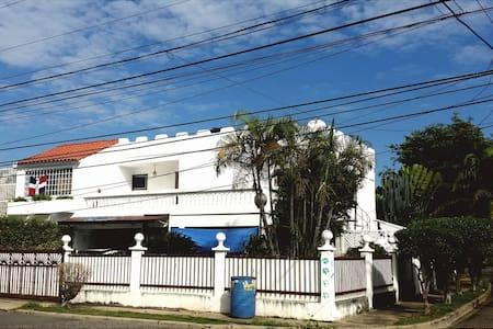 Casa tranquila y fresca con habitación privada - Santo Domingo - Talo