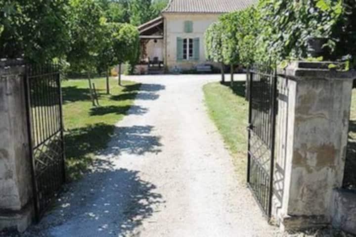 Charming Maison de Maitre & Barn Cottage with pool