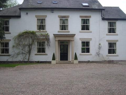 Highfield House - rural retreat in Derbyshire.