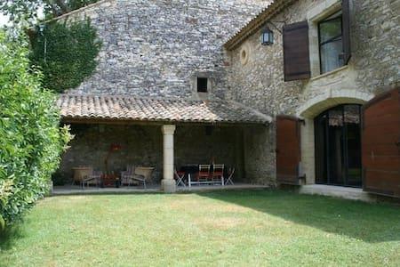 Mas de la Licorne proche d'Avignon - Saint-Laurent-des-Arbres