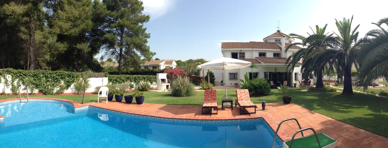 Room in a cosy and quiet villa - Salou - Villa