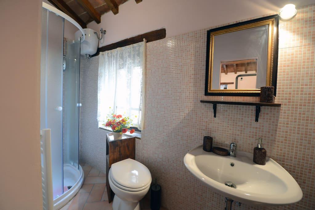 Bagno condiviso con la camera Perla