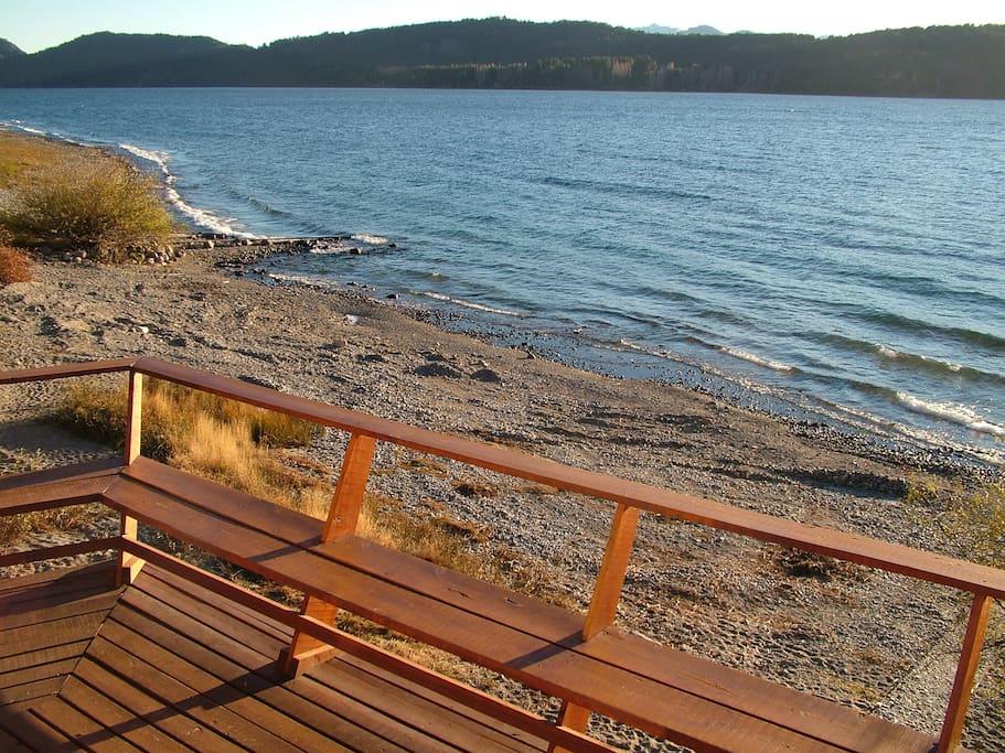 Deck a orillas del Lago Nahuel Huapi