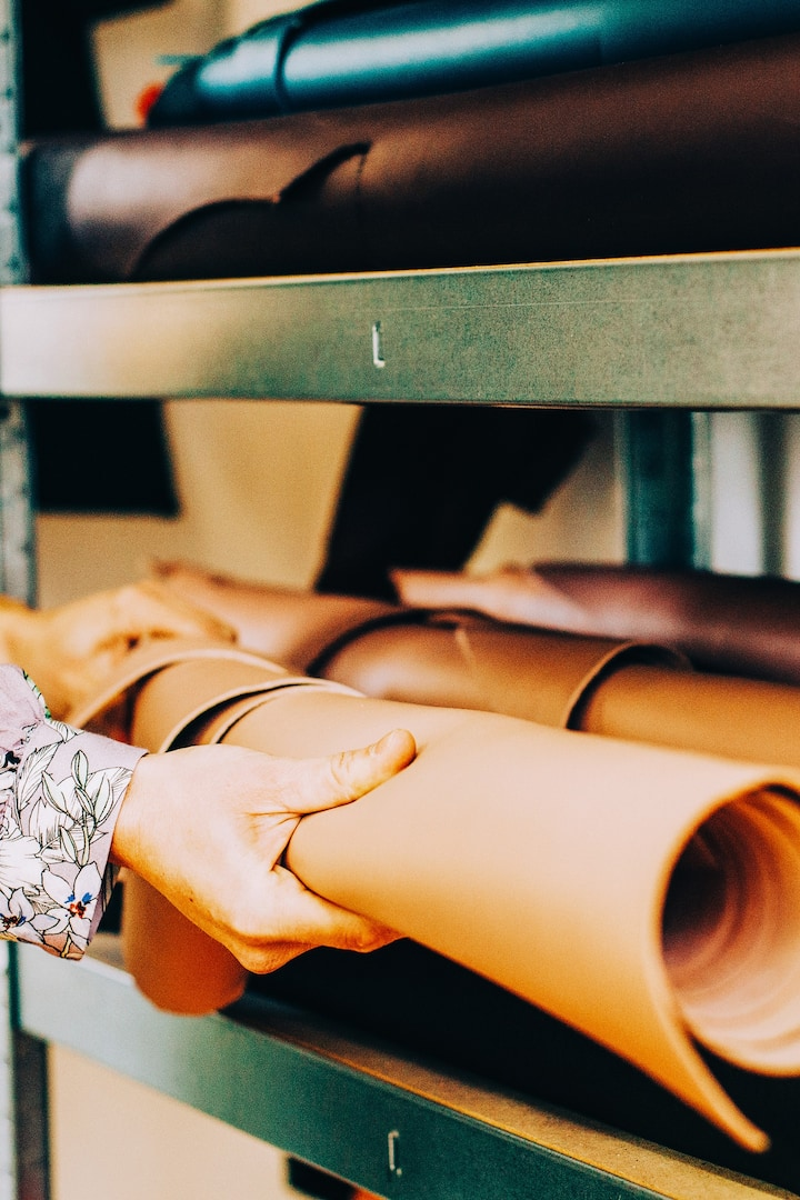 SELECTING LEATHER