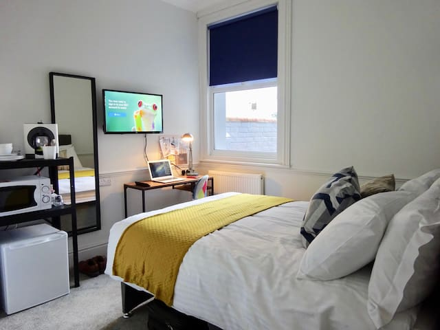 City Centre Apart-Hotel 10 Minute Walk To Station