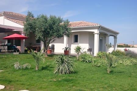 villa piscine location à la semaine - Pinet - Villa