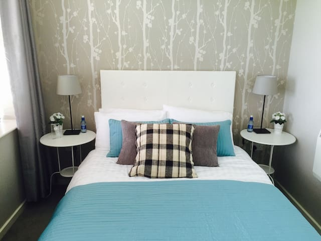 Smart Modern 2BR + own bathroom - Dublin - Dům
