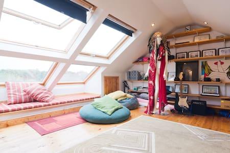 Single bedroom in spacious house! - 都柏林