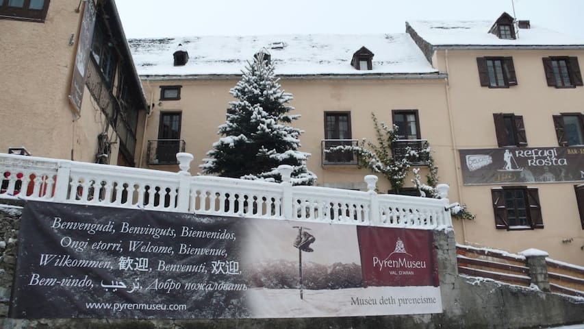 Refugi Rosta-PyrenMuseu·Hab.Privada - Salardu - Bed & Breakfast