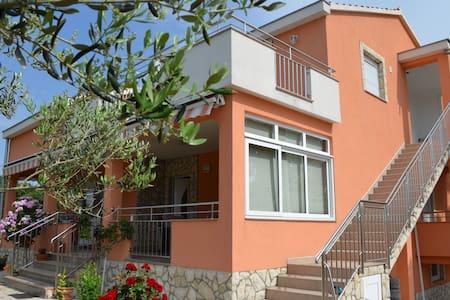 Apartman Maslina 4+2