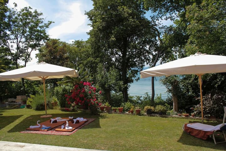 Villa Graziella Lakefront  2, private db room - Mattarana - วิลล่า