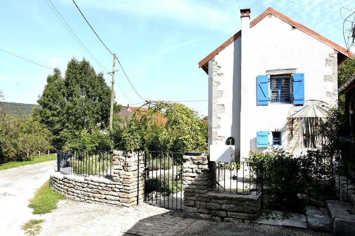 Maison de vacances, charme  calme, Jura et Doubs