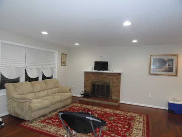 MGM Casino/ St. Andrew's Base- 5 BR Remodeled Home