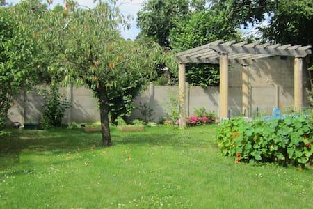 two rooms independentappt -garden - true breakfast - Bourges - House