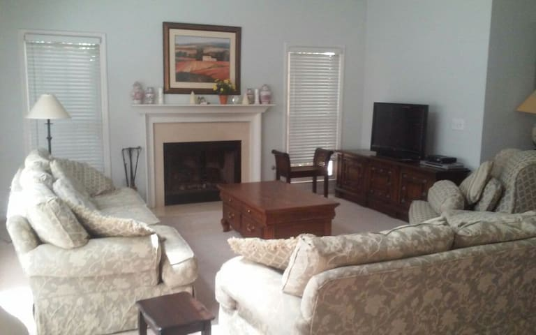 Atlanta Home / Optional  Hot Tub - Marietta - Huis