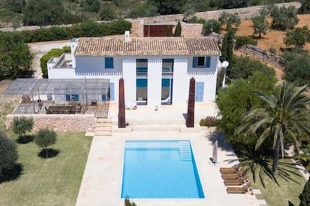 FINCA IN SANTANYI (rent directly to the owner)