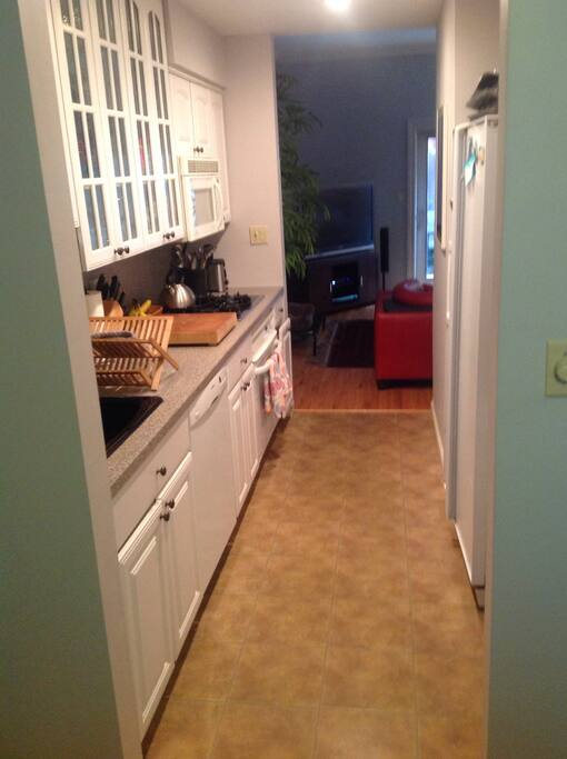 Fully stocked kitchen, gas stove