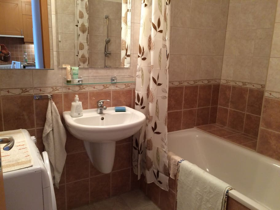 Bathroom, toilette separate