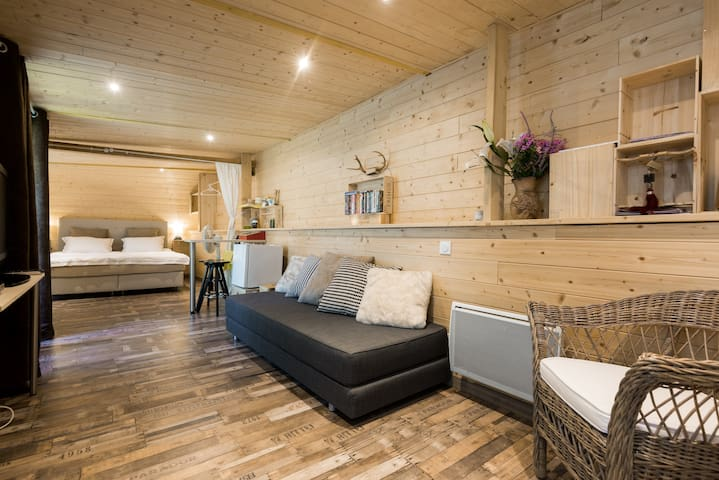 Your suite close to the airport in a garden cabine