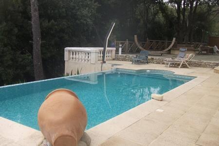 dans villa au calme avec piscine - La Gaude - 住宿加早餐