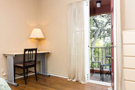 You will love this room & locale - Albany