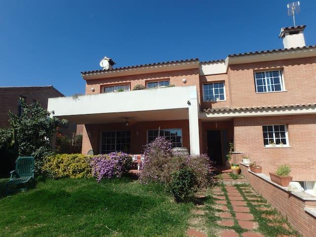 Casa tranquila con jardín a 5 minutos de la playa - Cambrils - House