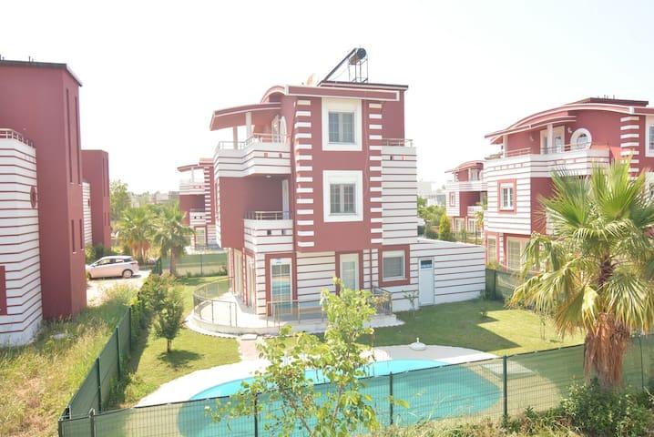 Happyland villa 4+1 özel havuzlu - Antalya - Maison
