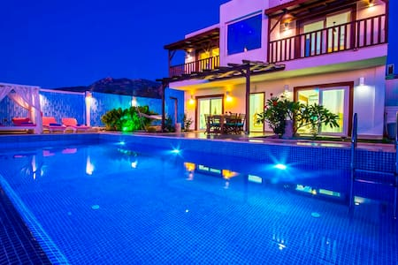 2 Bedroom Villa with Large Secluded Pool & Garden