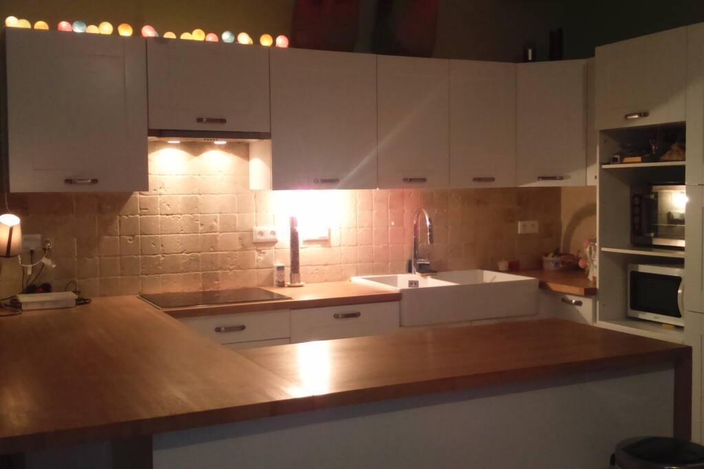 Cuisine équipée, plaques induction, four, four micro-ondes, lave-vaisselle